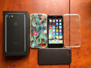 Mint Condition Unlocked 128gb iPhone 7 jet black with case