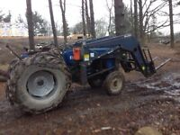 Universal 640 tractor  for sale -LOW HOURS +ATTACHMENTS