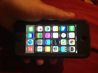 EXCELLENT CONDITION  32GB IPOD TOUCH 5TH GENERATION