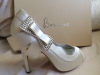 New size 5 Designer Bourne bridal shoes