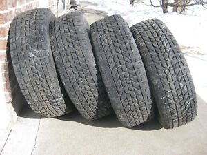 235-70-16 winter tires /Pneus de heiver