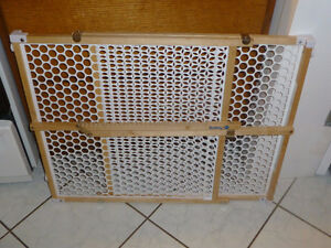 Safety Gate in Mint Condition