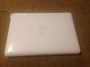 "Apple MacBook Core 2 Duo 2.26 13"" Screen"