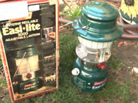 coleman easi lite lantern 2000  small crack in glass but still w