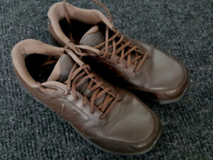 New Balance MW928 BR2 Walking Shoe Size 10 (2E width)