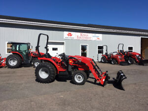 Massey Ferguson - 39hp Tractor with Loader - REDUCED LEFTOVER