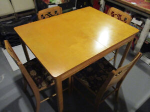 ADORABLE 1950s VINTAGE WOOD KITCHEN TABLE AND CHAIRS