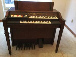 Hammond Electric Organ