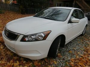 2010 Honda Accord blanc Berline