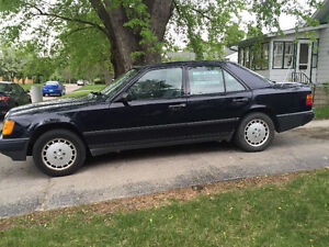 1989 Mercedes-Benz 300-Series 300E Sedan