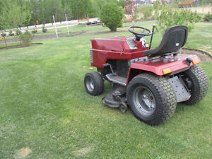 Craftsman 11 18 hp - 6 spd tractor, with lawnmower and snowblowe