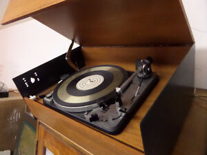 VINTAGE DUAL 1019 TURNTABLE, GREAT CONDITION