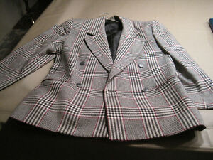 4 Women's Suit Jackets Cornwall Ontario image 1