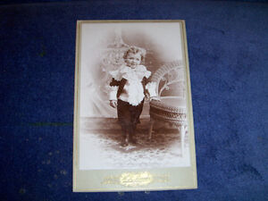 VINTAGE PHOTO OF YOUNG GIRL-1900/1920-R. BANKS, ILLINOIS