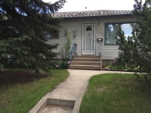 nice idlewyld main floor bungalow for rent