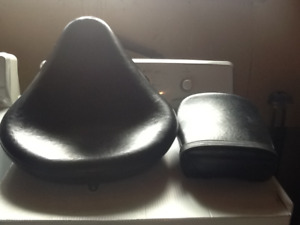 FRONT AND REAR SEAT FOR A 2004 YAMAHA V-STAR CLASSIC