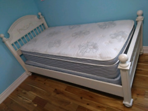 Teen bed / Girl's bed and serta mattress