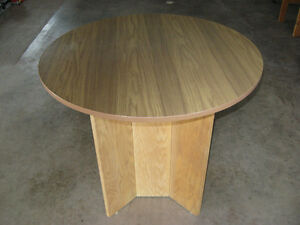 LIKE-NEW CLASSY ROUND GAMES / OCCASIONAL TABLE