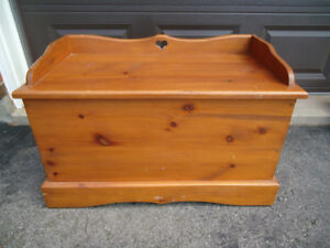 PINE TRUNK/BENCH WITH HEART