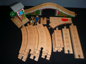 Thomas the Tank Engine Wood Train Tracks Signal House