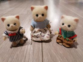 Sylvanian families-- fluffy cat family x3