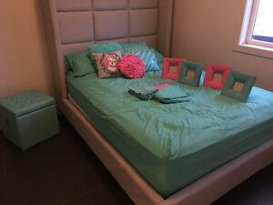 Girls bedding - includes storage trunk & picture frames