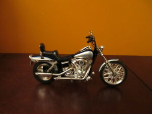 Harley Davidson 1999 Dayna Wide Glide 1:10