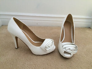 Let Chateau white flower heel
