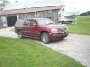 2002 GMC Yukon Denali 8 places