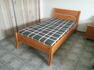 NEW Solid Twin Pine Bed