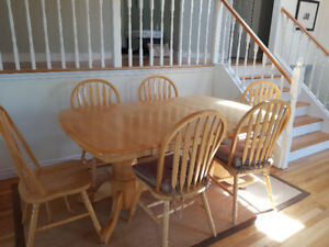 Solid wood table with 6 chairs, built in hidden leaf