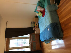 Large bedroom to rent between 16th December until 8th January