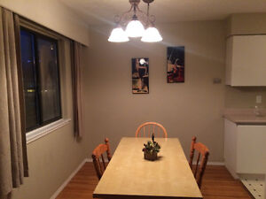 Beautiful Bedroom with amazing roommate all furnished! North Shore Greater Vancouver Area image 2