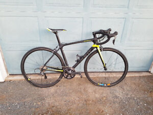 2017 Giant TCR Advanced Pro 1 with maybe a 100kms on it