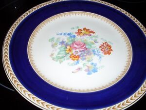 Wedgewood plate 10.5 inches  Nice Cake Plate or Serving Dish Edmonton Edmonton Area image 1