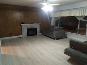 Upstair (109 148 St, Surrey,V3R3Y6- 4 Bed rm, 1 Living , 1 hobby
