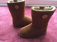 Boots, Ugg like, size 5