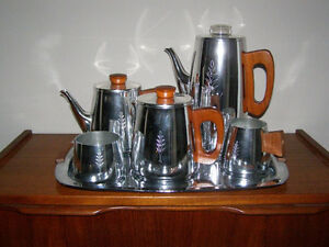 Mid-Century Modern Items For Sale - Glass Pottery Teak