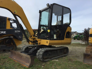 excavatrice , mini pelle caterpillar , 302.5,