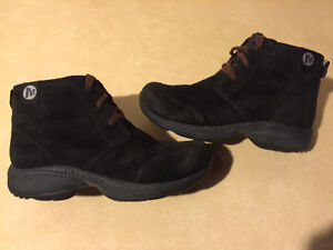 Women's Merrell Warm Shoes Size 6 London Ontario image 1
