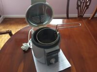 Deep fryer 1 litre capacity - never used