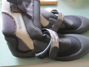 Mens size 9 neoprene boots in good condition