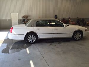 "2004 Lincoln Town Car - ""loaded"""