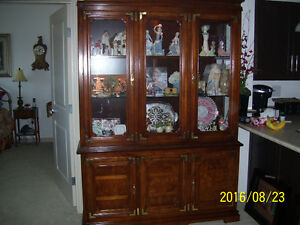 HIGH QUALITY SOLID WOOD PENTHOUSE FINE FURNITURE CHINA CABINET