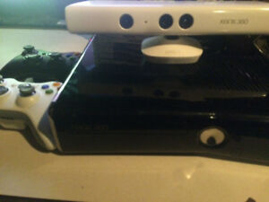 Xbox 360 slim 250 GB with controllers, Kinect and games