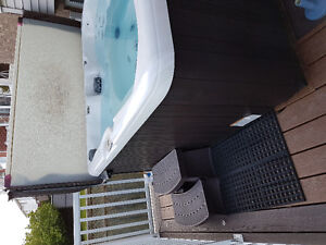 MAAX 7 person hot tub only 2 years old