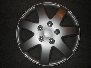 hubcap enjoliveur wheel cover 16 in Toyota paseo KT962
