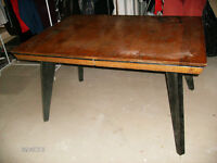 ANTIQUE OAK DINING ROOM TABLE!!