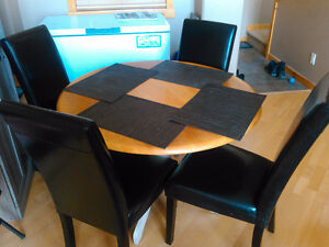 4 leather chairs and table