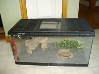 REPTILE TANK WITH LOCKING LID& ACCESSORIES
